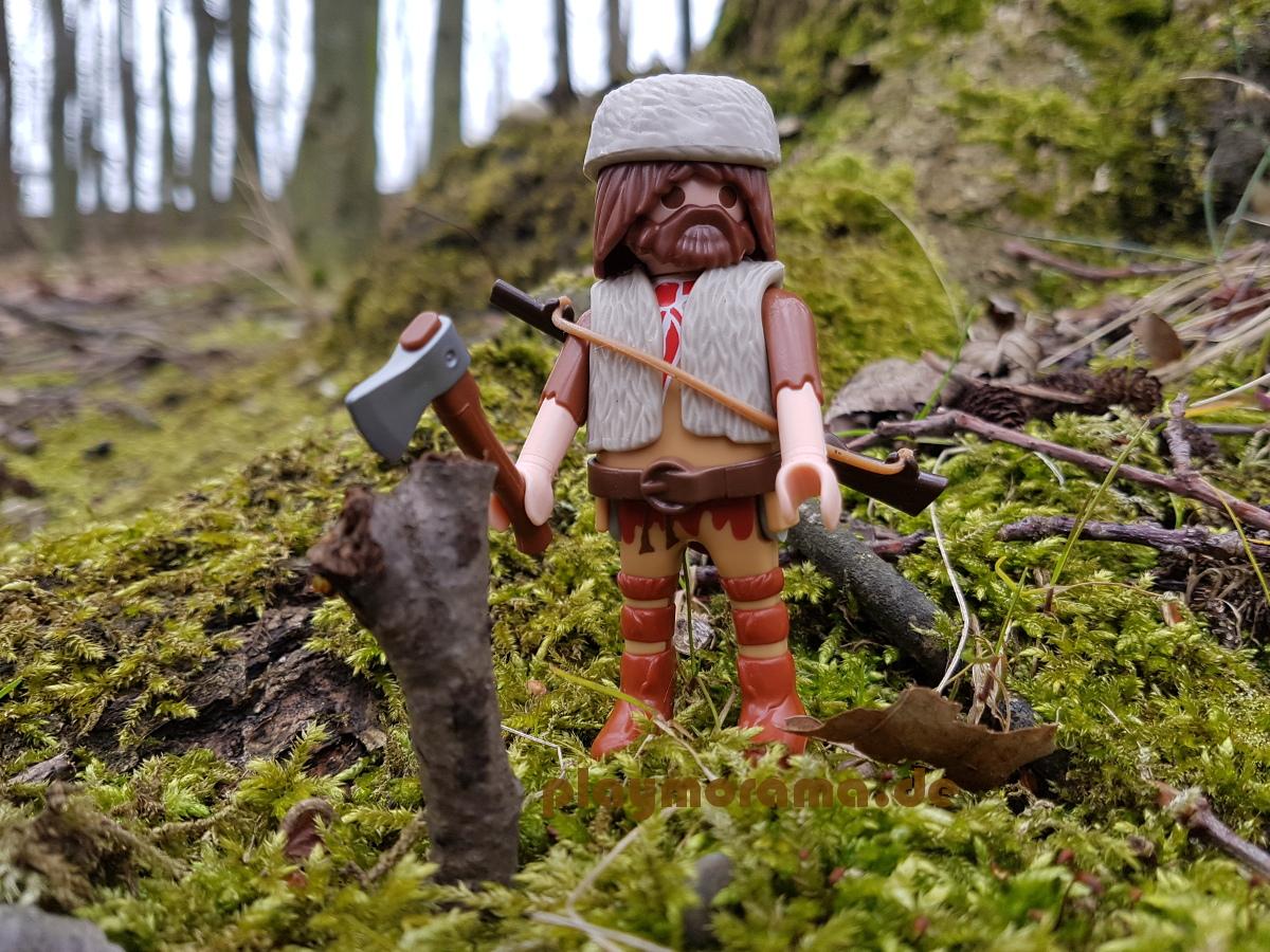 Trapper mit einer Axt im Wald 9332