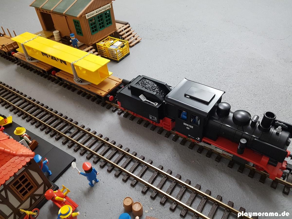 Drehschemelwagen 4109 hinter der Playmobil Schlepptenderlok 4052
