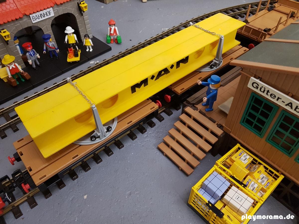 MAN Drehschemelwaggon 4109 vor der Güterabfertigung