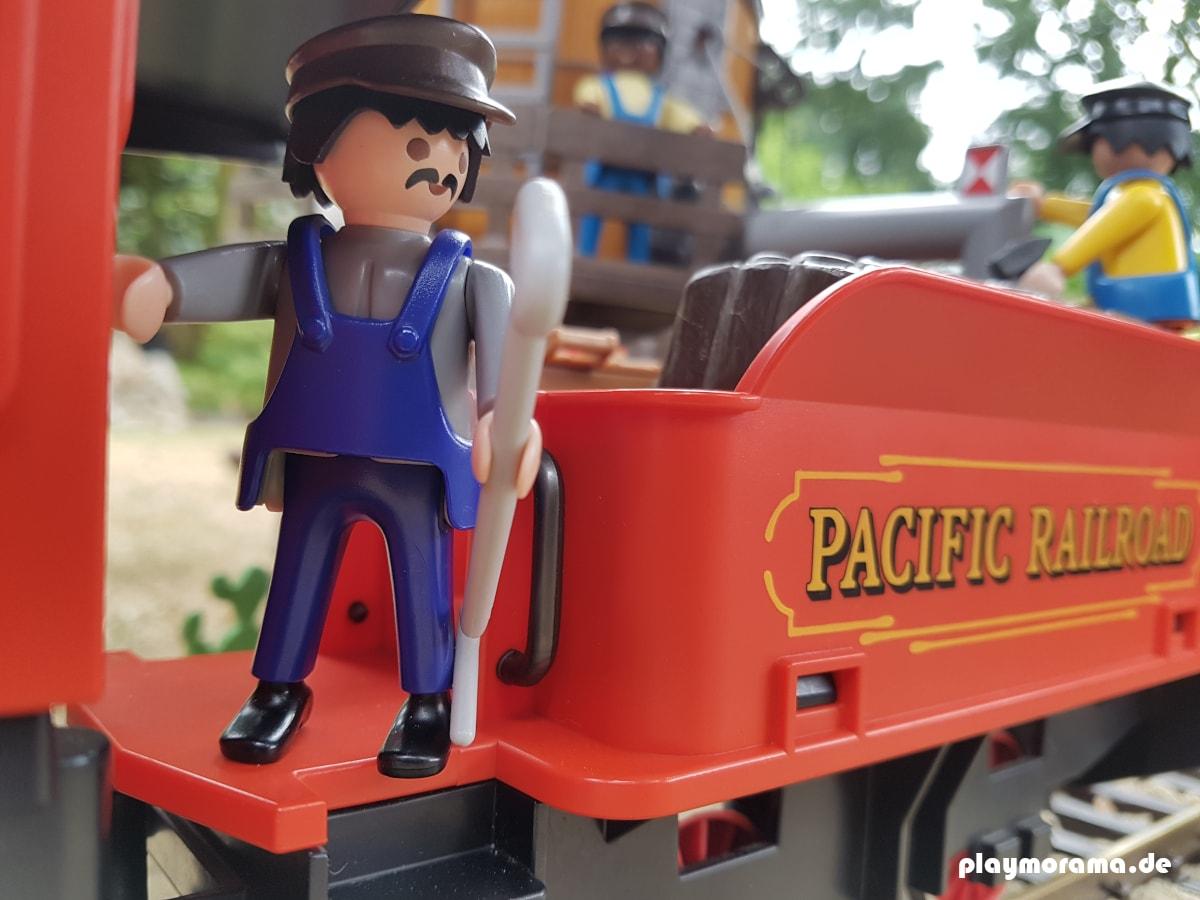 Der Heizer auf dem Playmobil Westernzug 4034