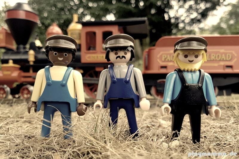 Das Lokpersonal - Die Lokmannschaft steuert die Western Lok. Zwei Heizer und Lokführer
