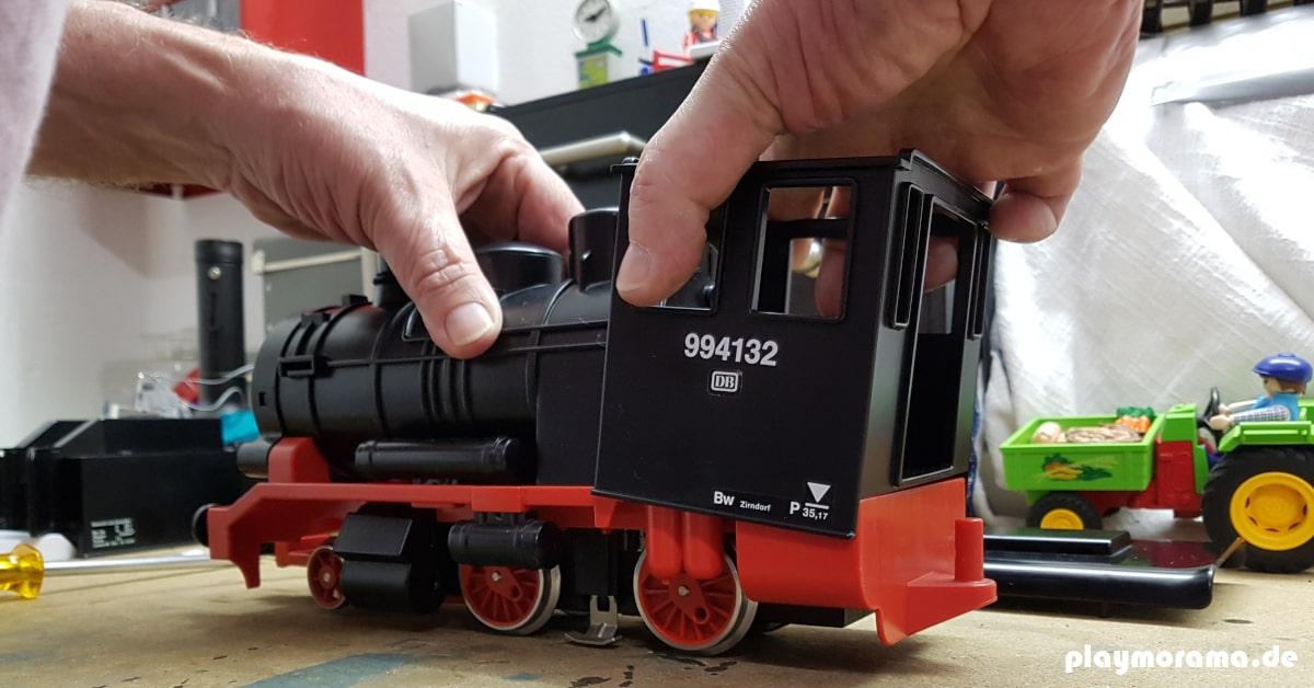 Playmobil Dampflok wird repariert und gereinigt