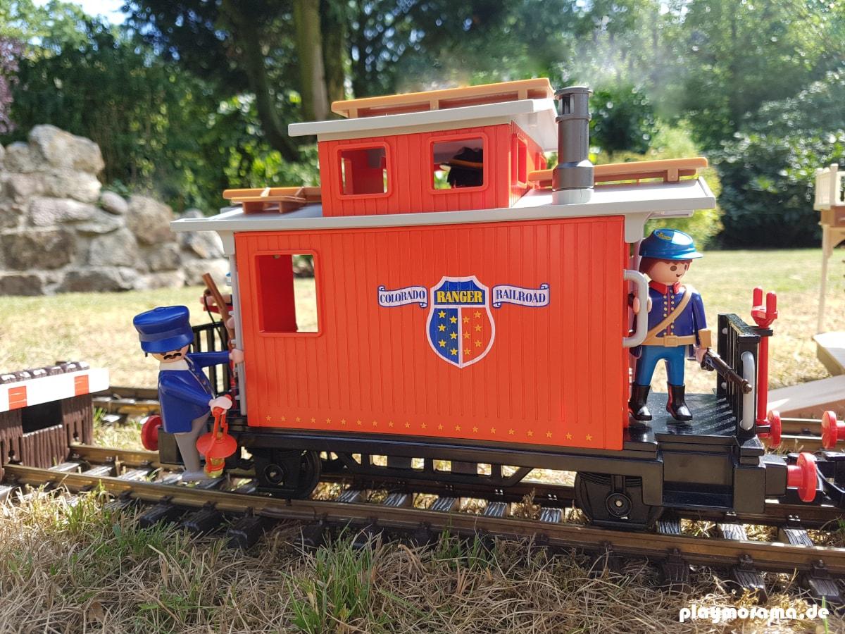 Playmobil Caboose 4123 Begleitwagen am Ende eines Güterzuges. Zum Schutz des Westernzuges fahren Soldaten der amerikanischen Armee mit