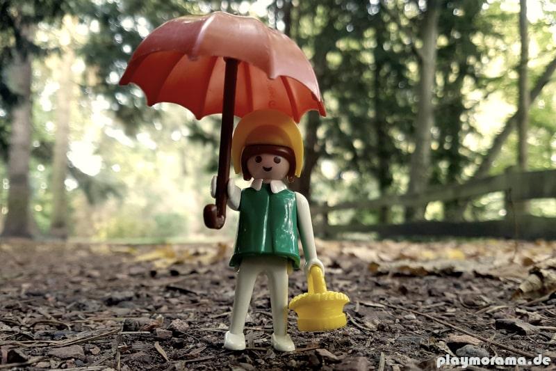 Die Western-Lady 3345-A mit Korb und Regenschirm ist eine der ersten weiblichen Playmobil Figuren