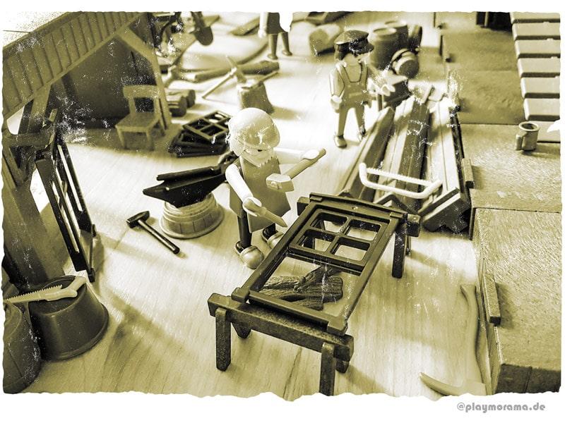 Der Western Schmied stellt Nägel her und dafür gesorgt, dass immer genügend Werkzeuge funktionsfähig sind