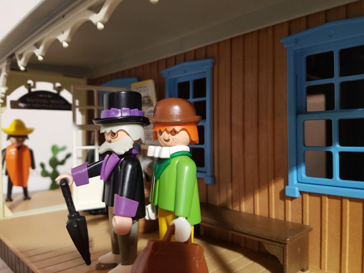 Professor Mobilux mit seinem Assistenten Patrick F. Patrick an der Western Station Colorado Springs
