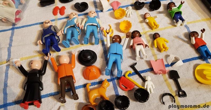 gereinigtes und feuchtes Playmobil wird nach dem Waschen und abtrocknen auf einem Geschirrtuch ausgebreitet, damit es trocknen kann