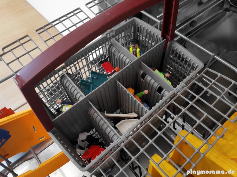 Playmobil Kleinteile werden im Besteckkorb gewaschen