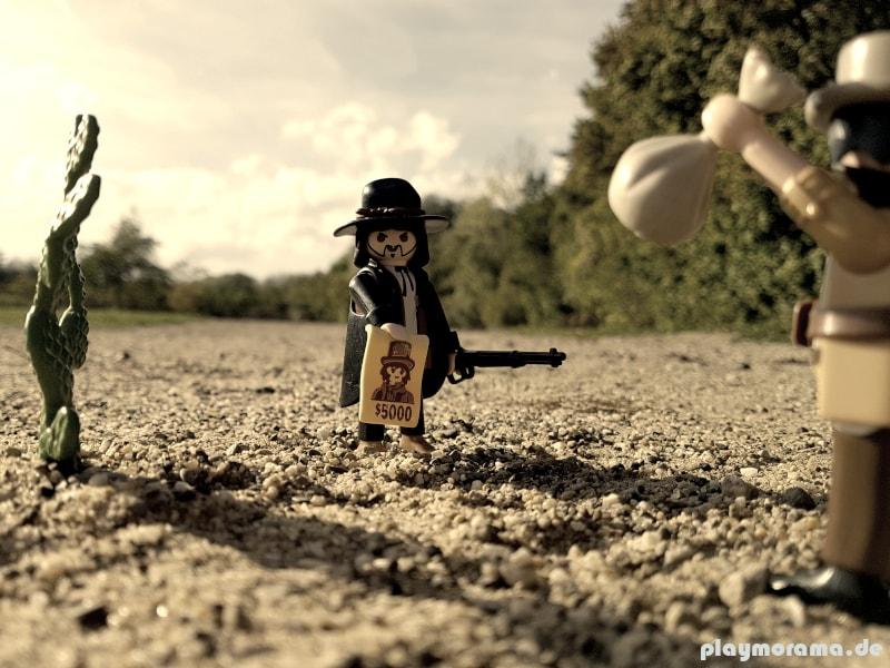 Kopfgeldjäger aus dem Playmobil Set 5608 übt Selbstjustiz an einem Banditen