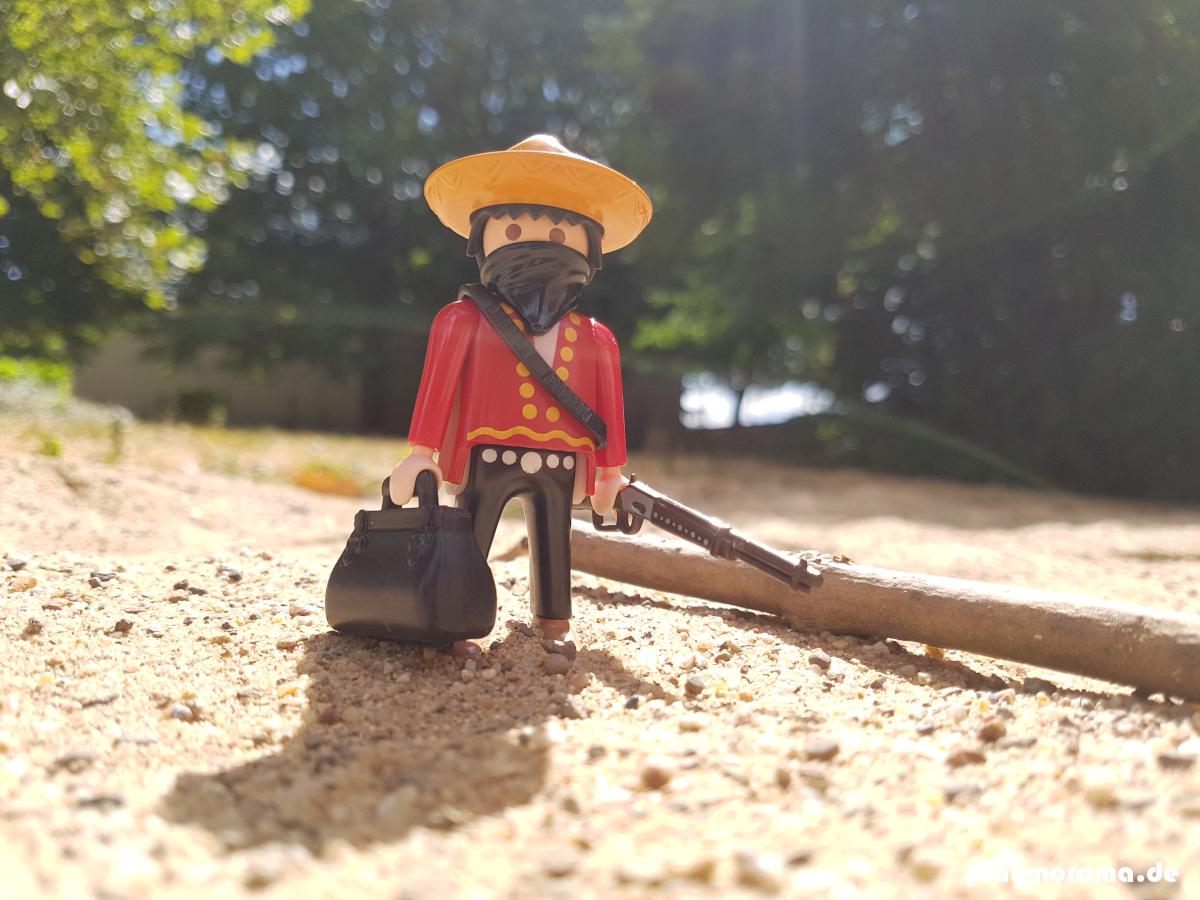 Western Bandit - Mexikaner mit Halstuch undGeldtasche