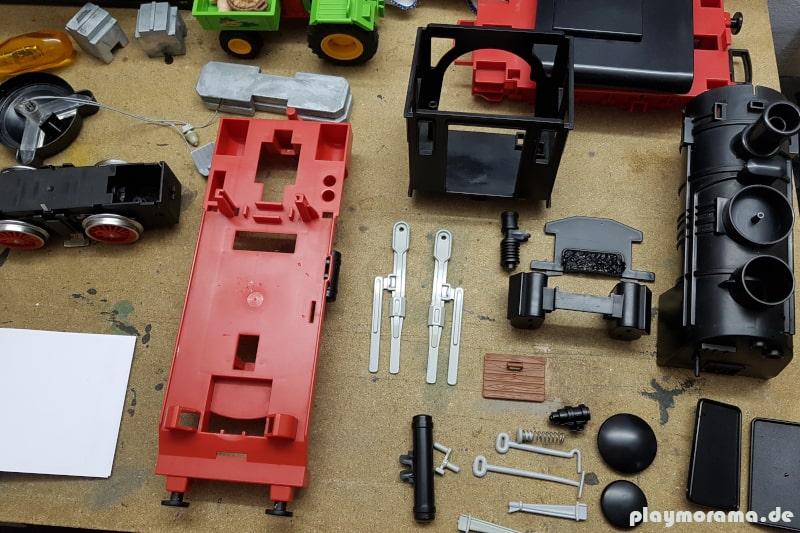 Einzelteile der Playmobil-Schlepptenderlok nach einem Wasserbad