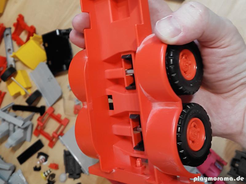 Manches Playmobil hat seit über 30 Jahren kein Wasser gesehen - jetzt wird es gewaschen