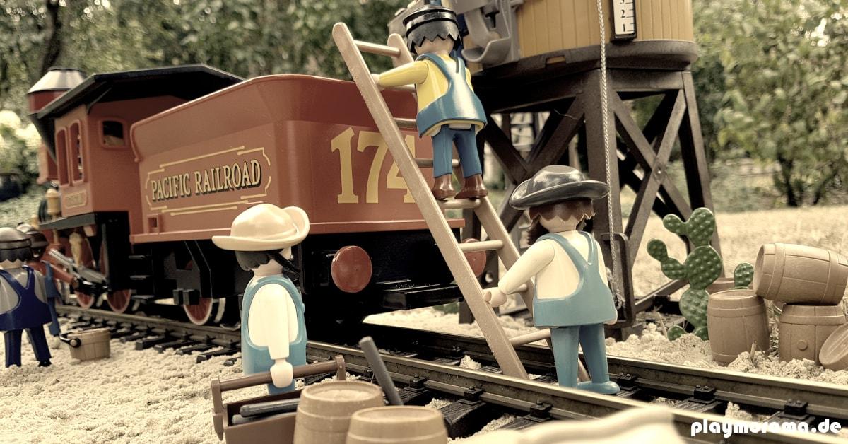 Eisenbahn Techniker besteigt den Tender vor dem Western Wasserturm 3766