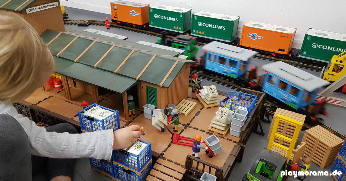 Endlich ein Gebäude, dass eine Größe hat, mit dem man vernünftig spielen kann ;-) Die Große Playmobil Güterabfertigung.