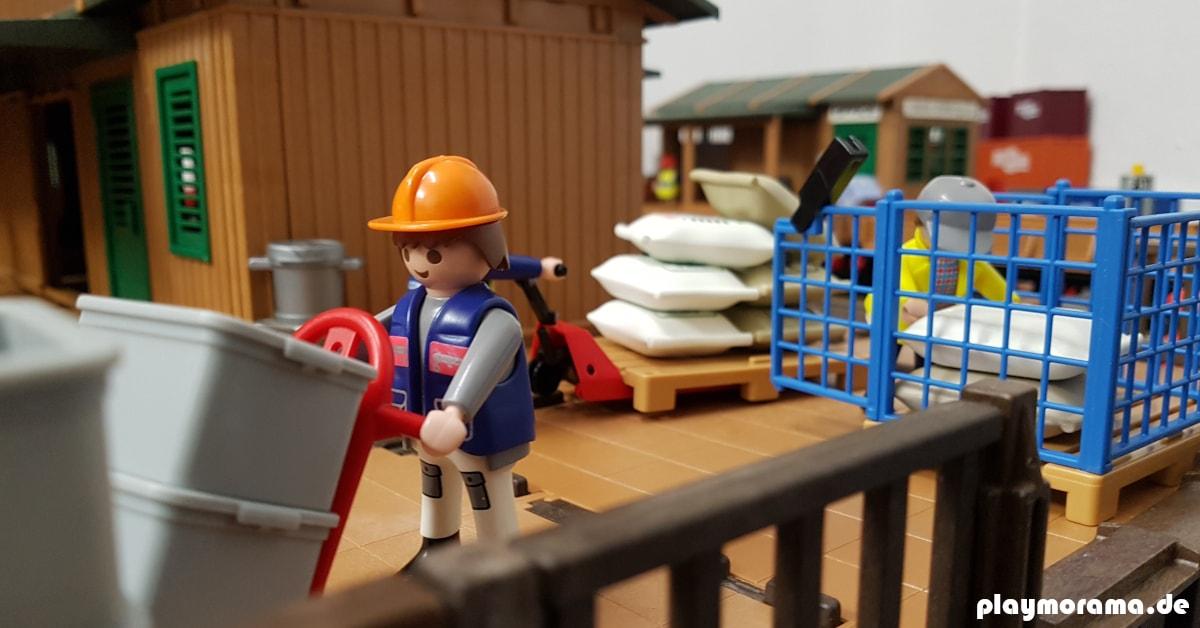 Die Playmobil-Lagerarbeiter sorgen für einen reibungslosen Ablauf