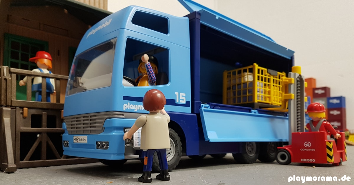 Ein weiterer Playmobil LKW 6437 wird entladen