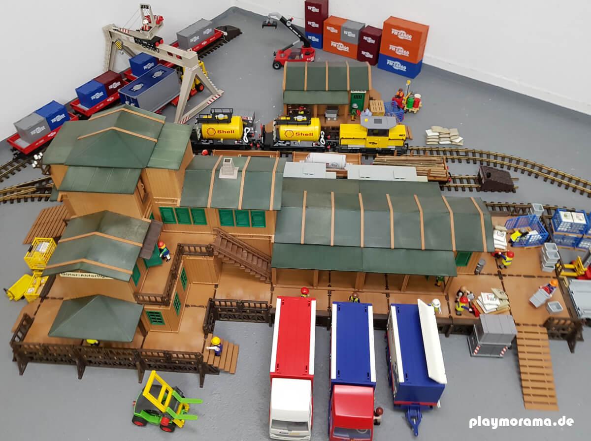 Das Diorama zeigt einen Eigenbau einer großen Güterabfertigung.