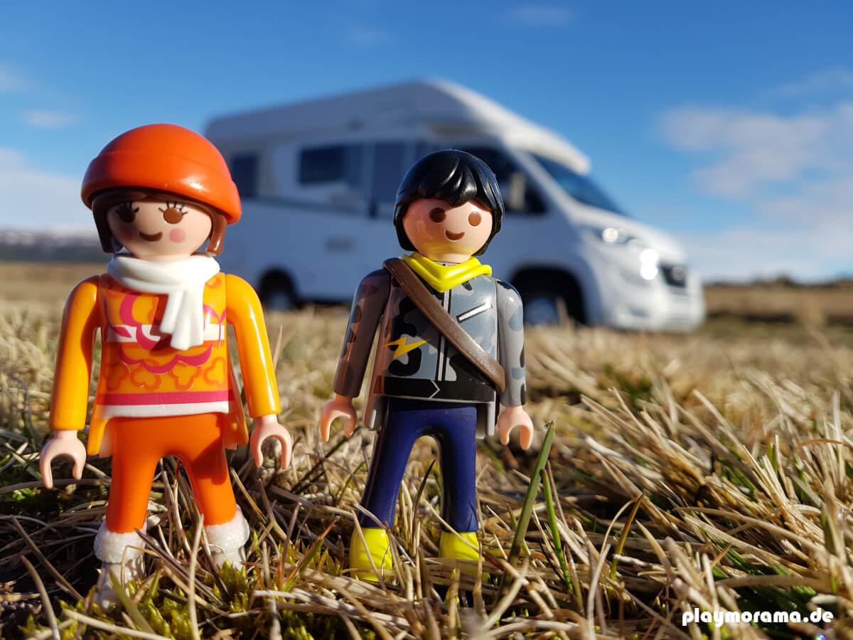 Playmobil Urlauber vor dem Wohnmobil auf dem Camping-Platz Skjol in Island