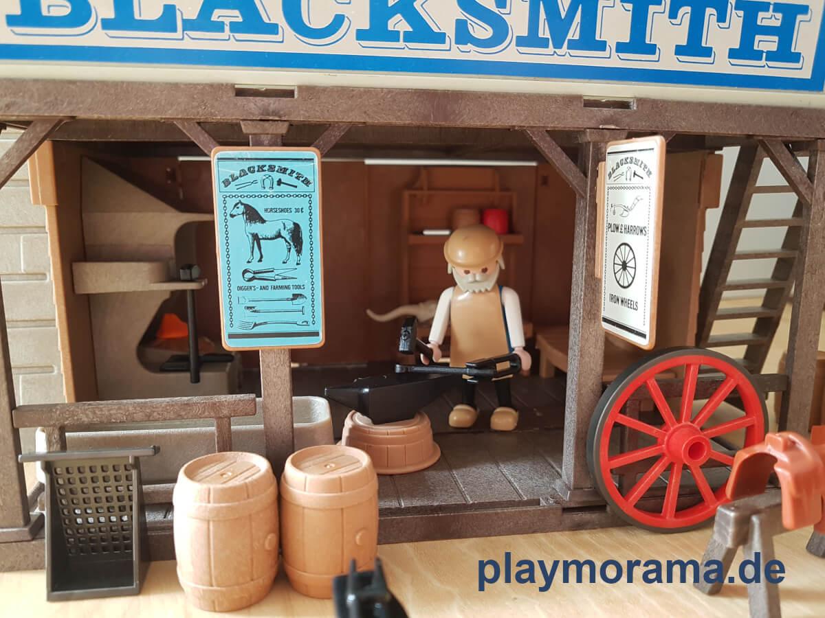 Western Schmied bei der Arbeit in der Schmiede Blacksmith 3430-A