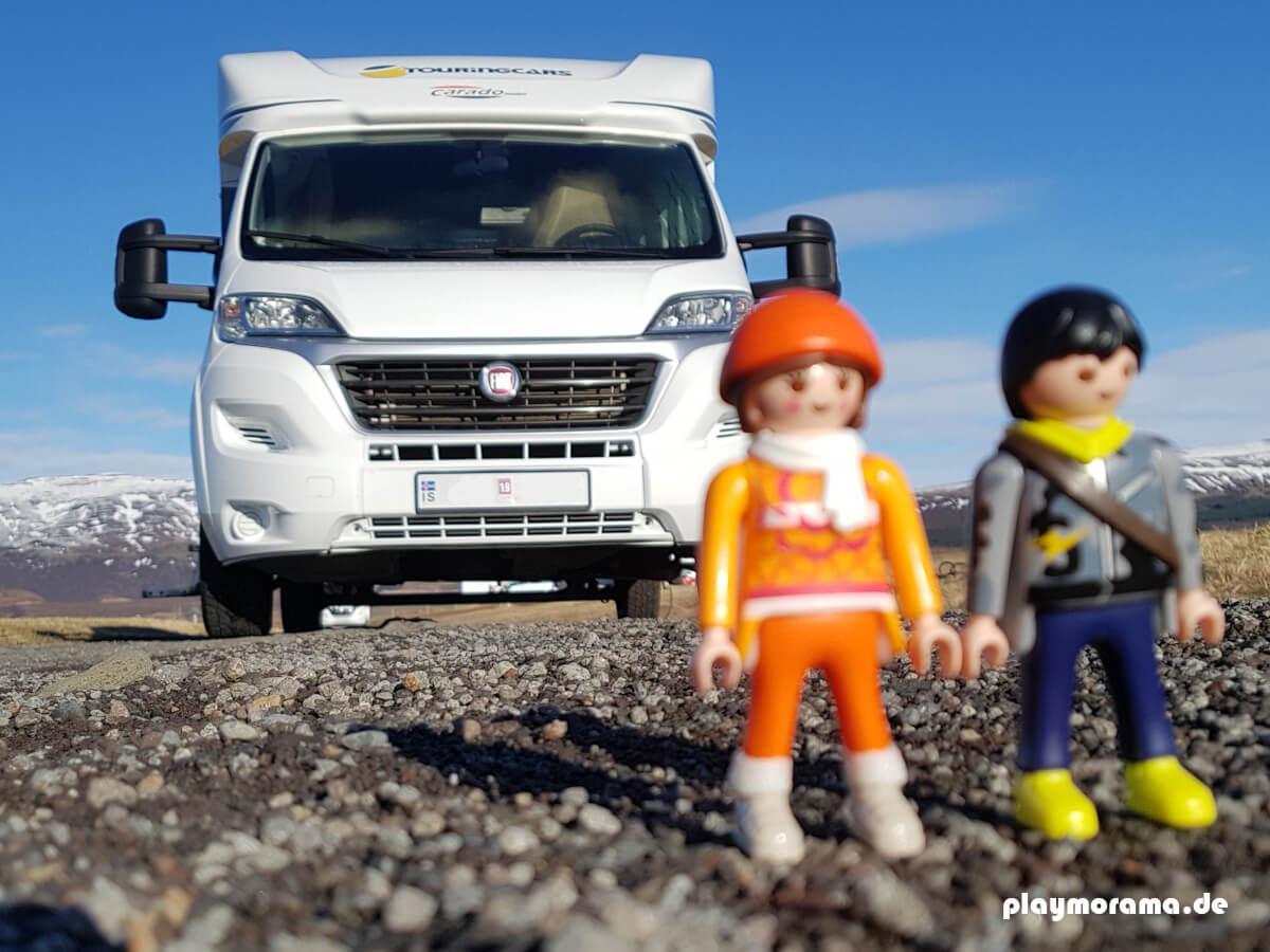 Playmobil Figuren in Island machen Urlaub mit dem Wohnmobil