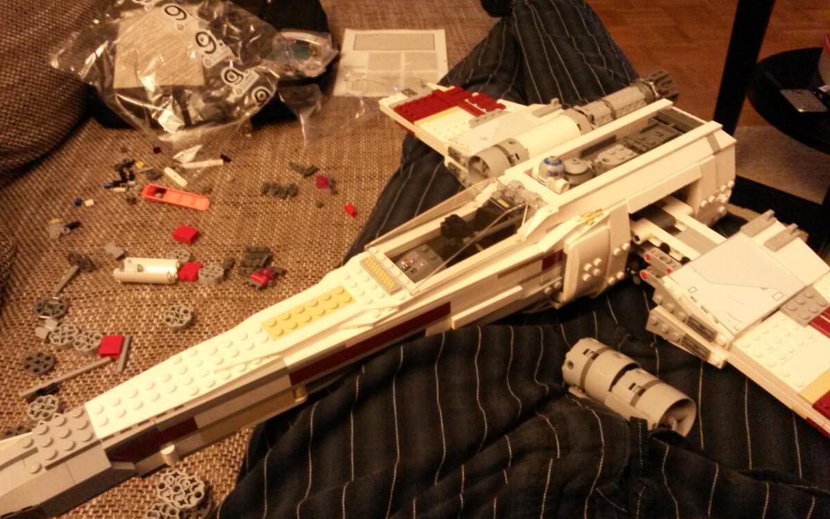 Zusammenbau des Lego Star Wars 10240 - Red Five X-Wing Starfighter aus der Ultimate Collectors Series. Für eich persönlich ein wertvolles Erlebnis