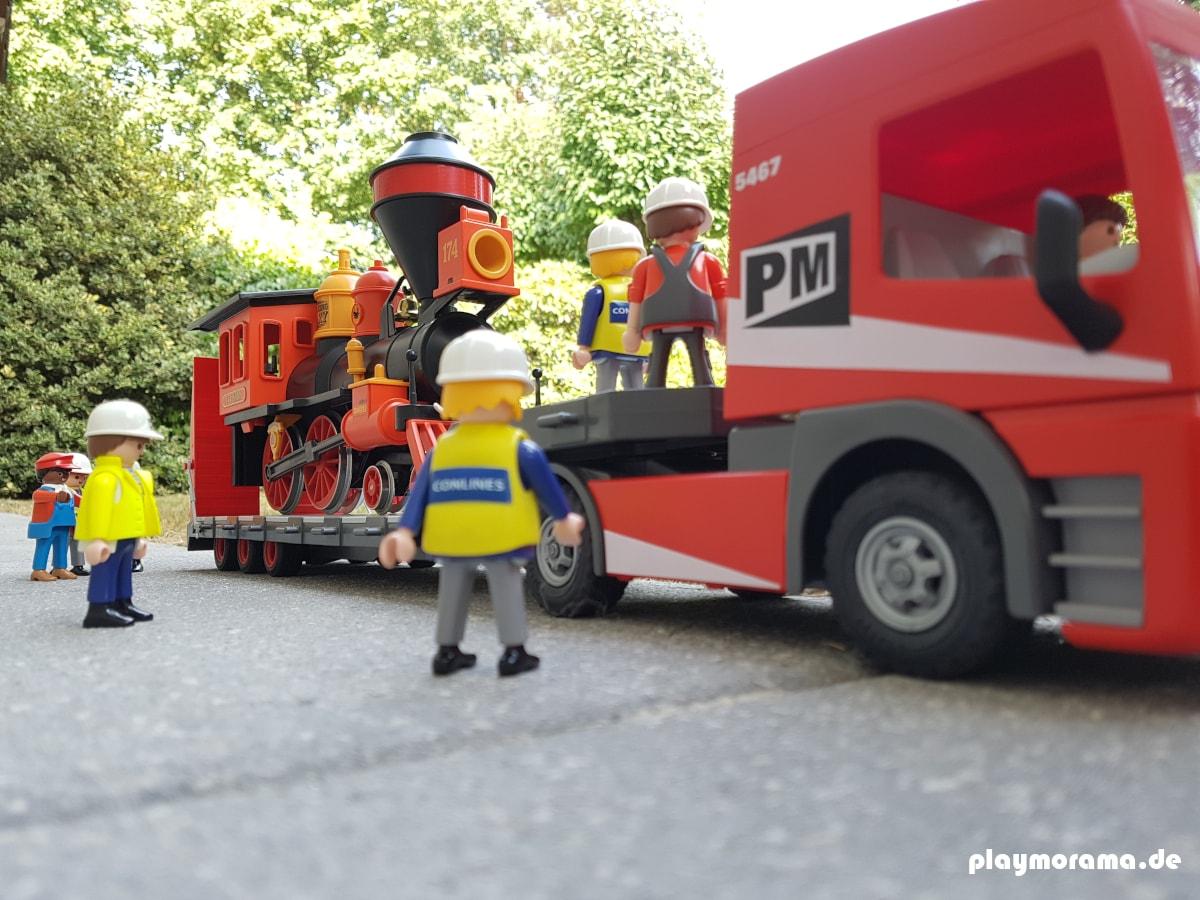 Sondertransporte mit dem Tieflader von Playmobil dürfen auch ohne einer gültigen Genehmigung stattfinden