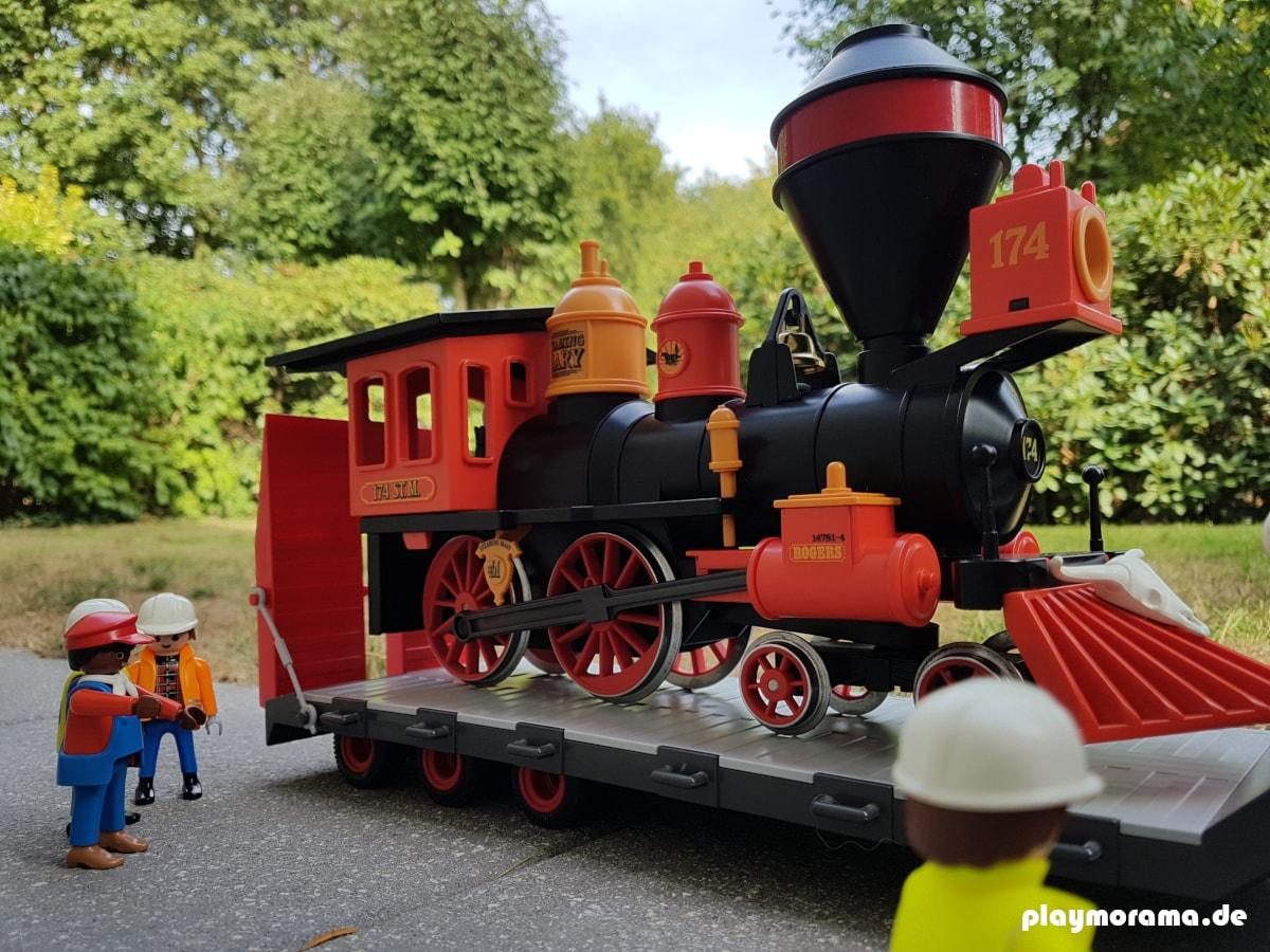 Der Playmobil Schwertransporter mit der Steaming Mary auf dem Tieflader ist sicher angekommen