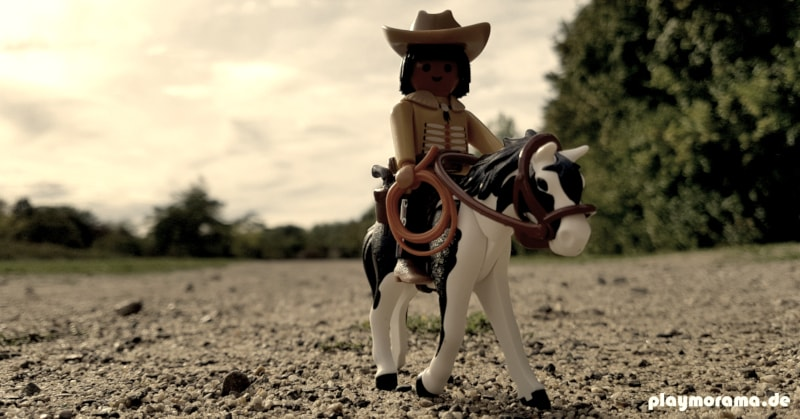 Der junge Playmobil Cherokee Indianer reitet Richtung Colorado Springs.