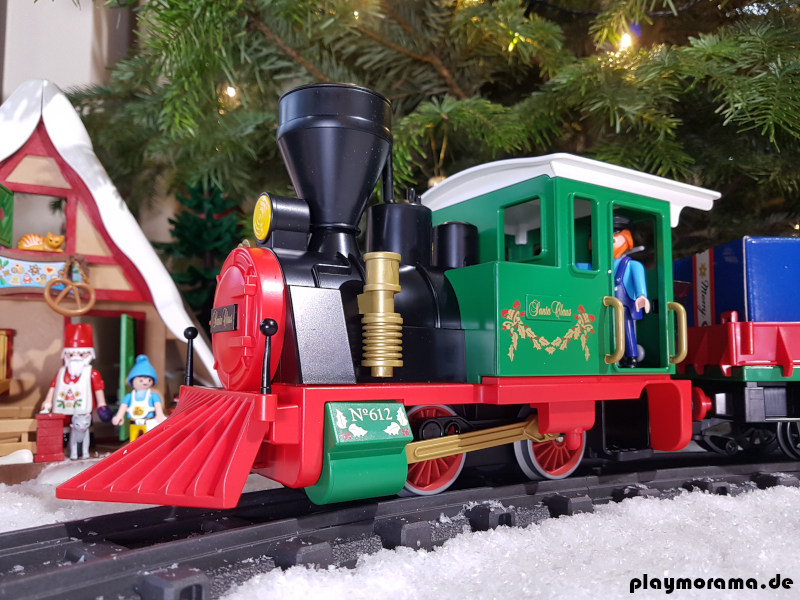 Dampflok des Weihnachtszug 4035 mit Kuhfänger und weißem Dach
