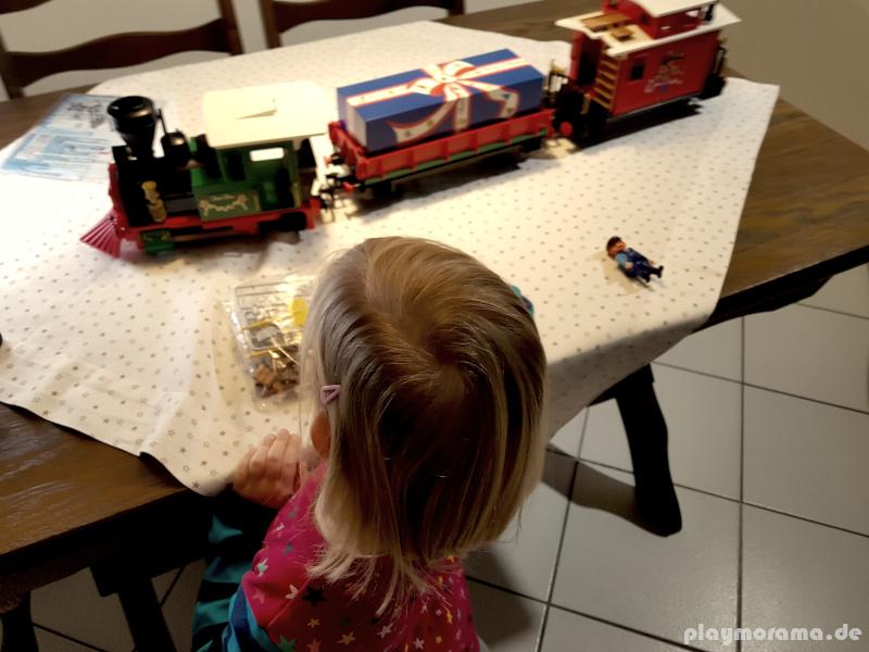 Kurz vor Weihnachten haben wir das Playmobil Set 4035 ausgepackt und aufgebaut.