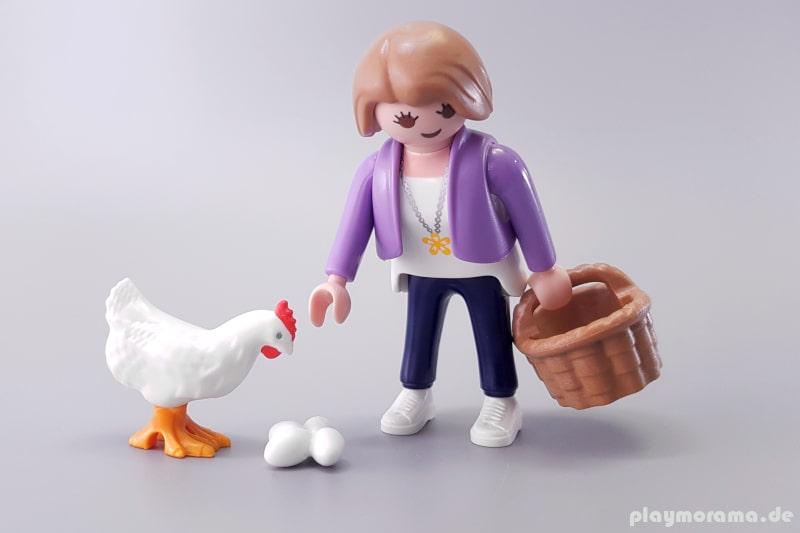 70372 - Frau mit Korb und Henne
