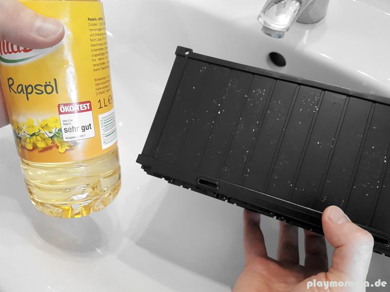 Klebstoff-Rückstände der Aufkleber mit Speiseöl entfernen