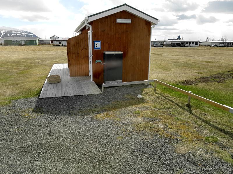 Das Toilettenhäuschen auf den Campingplatz