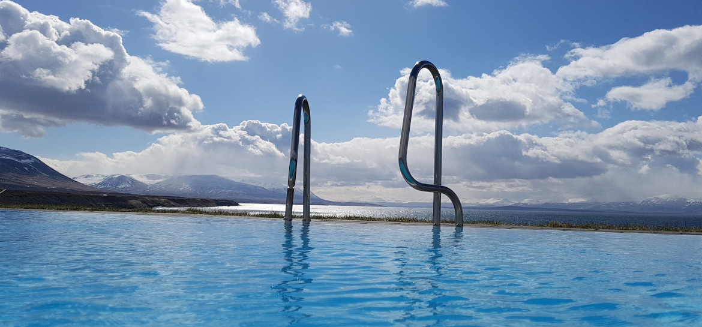 Island Freibad Hofsos Infinity-Pool Ausblick
