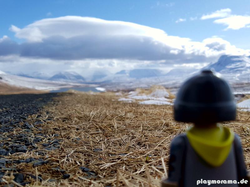 Eine große Wolke schwebt über dem Vatnshlíðarvatn See in Island
