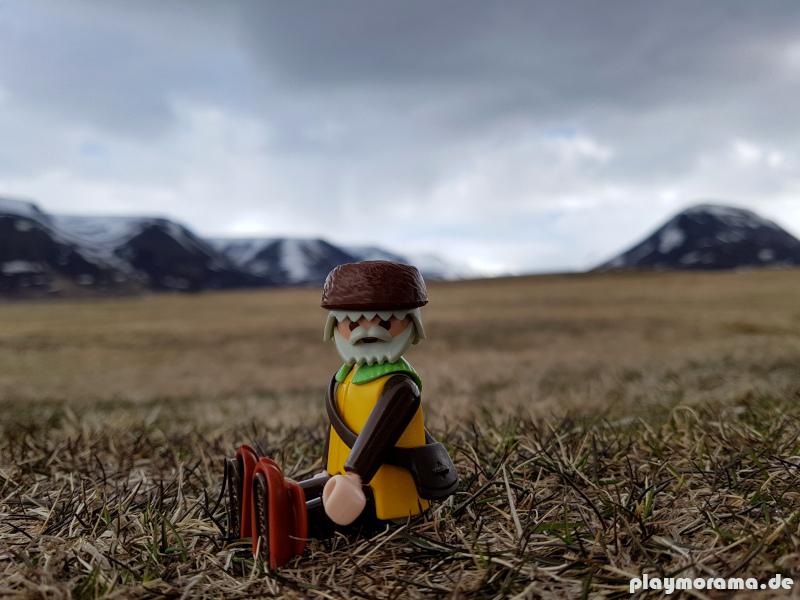 Playmobil Trapper genießt den Ausblick in Hofsós Island