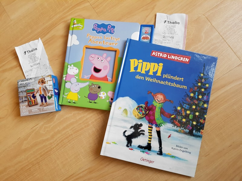 """Beim Kauf der Bücher """"Peppa Pig - Peppas lustige Abenteuer"""" und """"Pippi plündert den Weihnachtsbaum"""" habe ich die Thalia Playmobil Figur entdeckt"""